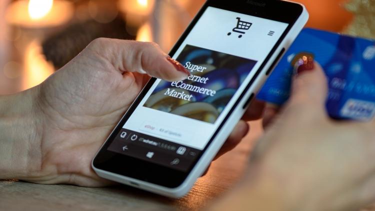 Tienda física vs. Comercio Online: Retos a enfrentar